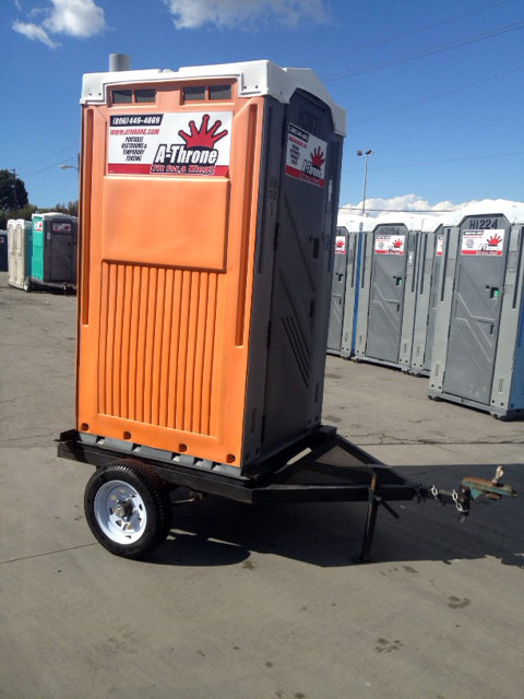 TRAILER THRONE WITH SINK AND CONTAINMENT PAN