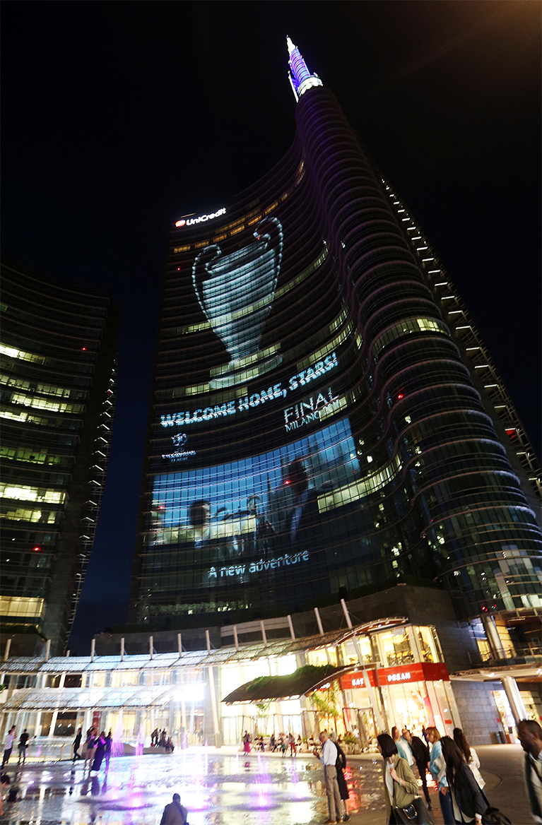 UniCredit Tower Projection