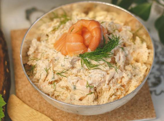 Rillette em duo de salmons (poché e defumado)ao creme fresco e dill.