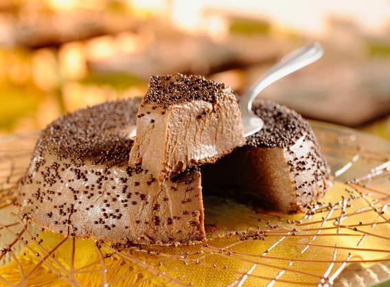 Brigadeirão de Nutella com farofinha de praliné.