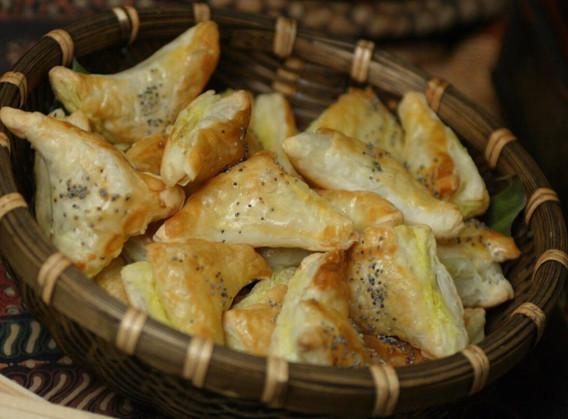 Pasteizinhos folhados de bacalhau.