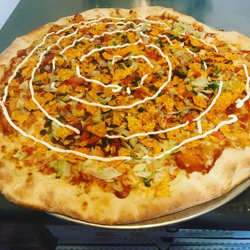 Los Lobos Pizza.jpeg