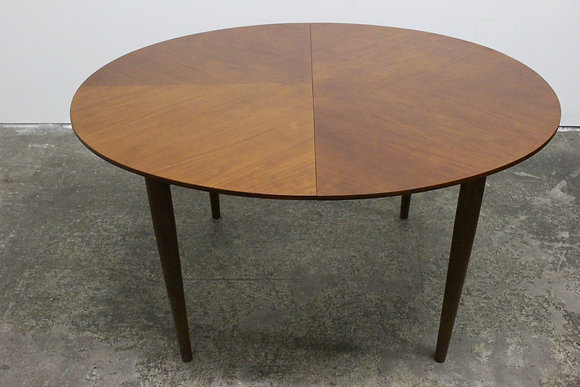 8610 Round Expandable Table