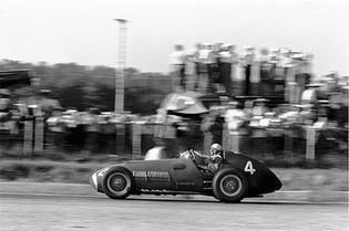 A Classic Racing Image: Luigi Villoresi & Ferrari