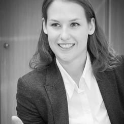 DR. VICTORIA HEINRICH