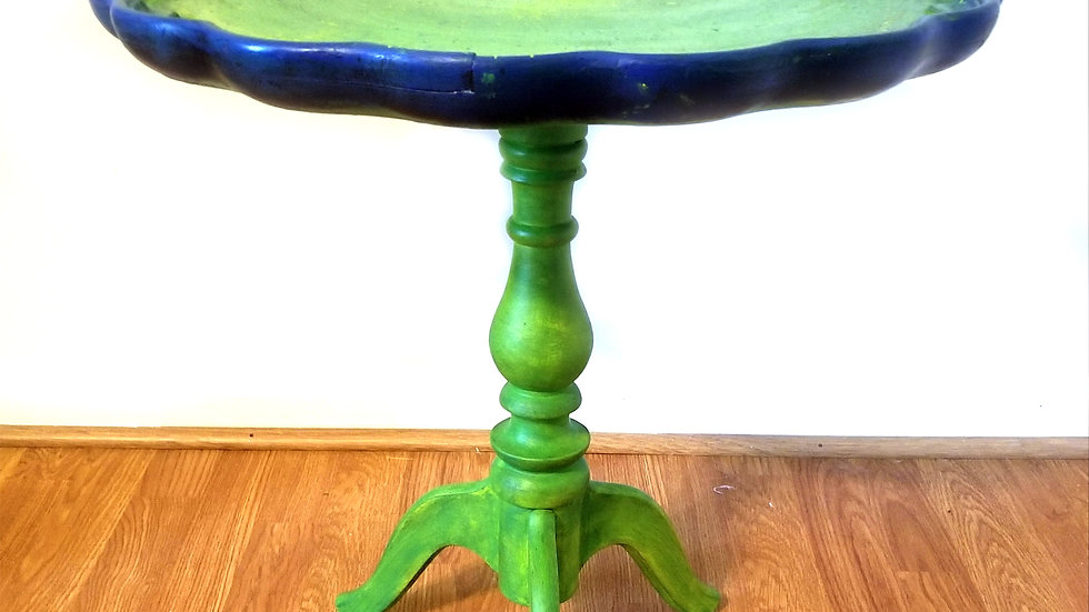 Small Pie Crust Table