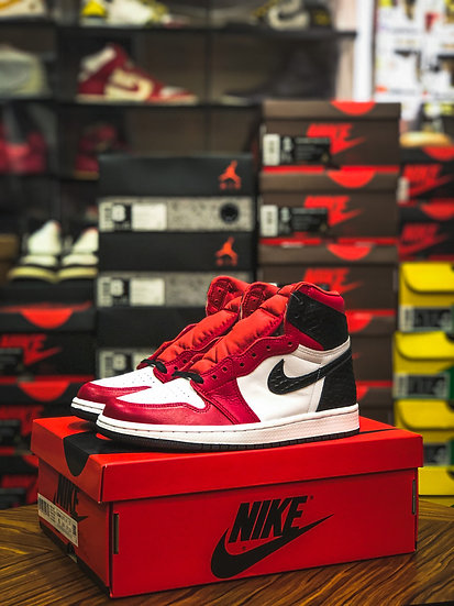 Air Jordan 1 Retro High OG 'Satin Red' Wmns