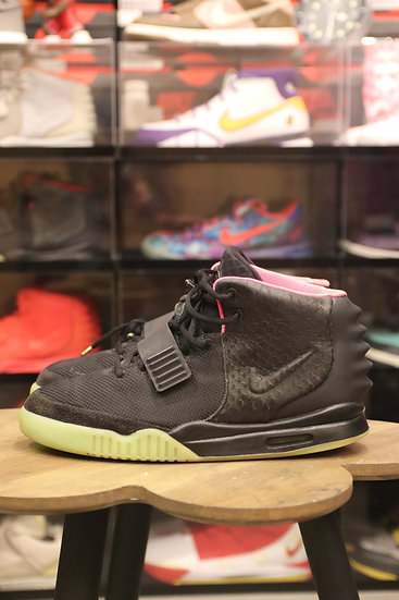 Air Yeezy 2 Solar Red Size 11 Used