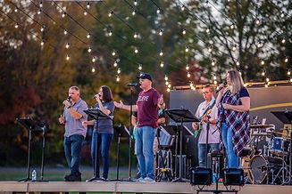 outdoorworship1107-worship3.jpg