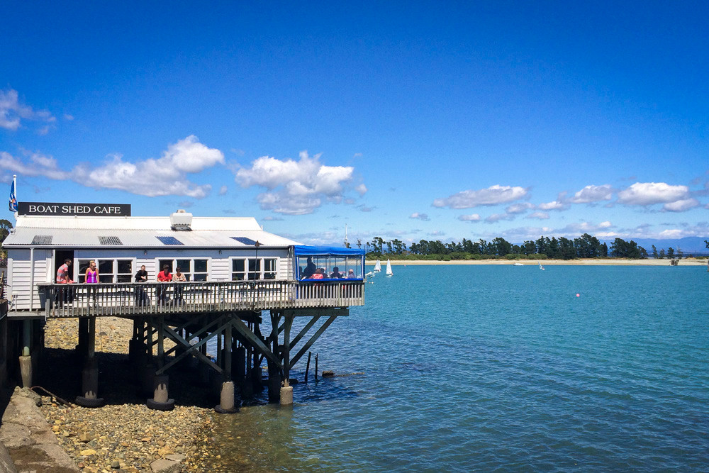 Can you imagine many more beautiful spots, without travelling by jet? The Boat Shed Café in Nelson. Simple, relaxed & why aren't there more ameneties like this on the water in NZ?!?
