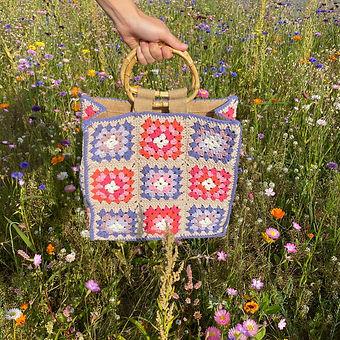 Small granny bag met bamboo handvaten