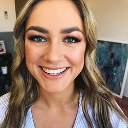_cianjayne 😍😍😍 all smiles with her flawless makeup look ♥️ #makeup #makeupartist #makeupartistper