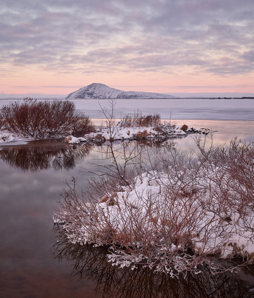 Winter_Sunrise_at_Mývatn.jpg