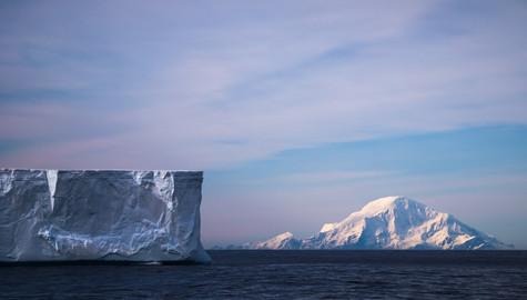 Clarence Island and Tabular Iceberg.jpg