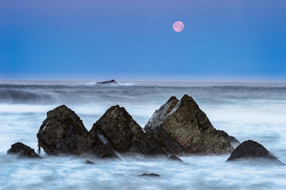 Garrapata Moonset.jpg