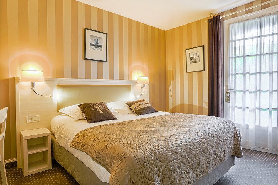 Chambre lit double hôtel