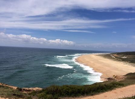 Em Nazaré, a Praia do Norte e seu forte