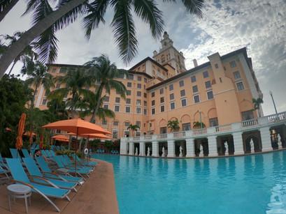 Na piscina do The Biltmore Hotel, em Miami