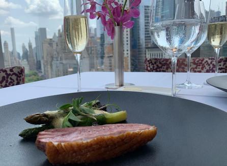 A gastronomia contemporânea do restaurante Asiate no hotel Mandarin Oriental