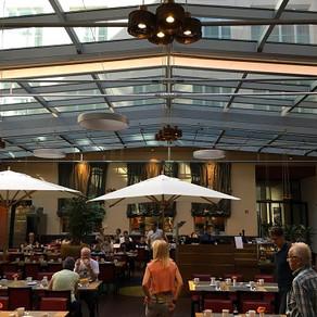 O café da manhã no Mövenpick Hotel