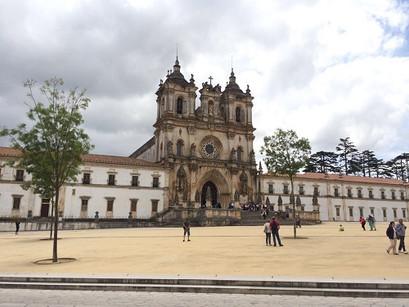 Em Alcobaça, um mosteiro