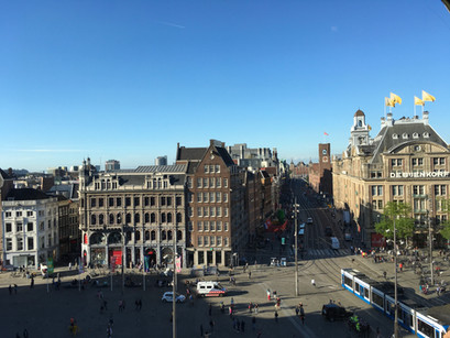 Na praça DAM em Amsterdam