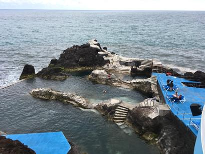 As piscinas naturais do Lido e de Docas do Cavacas, na Ilha da Madeira