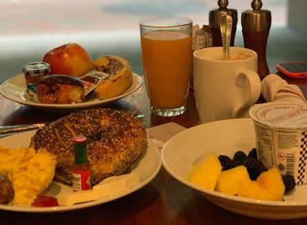 No café da manhã do  Andaz Wall Street, em New York