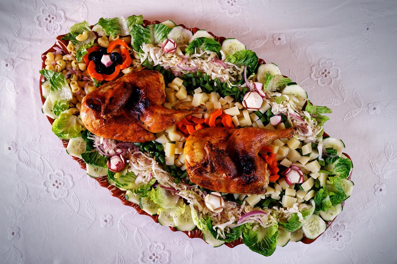 Poulet grillé sur salade fraîcheur