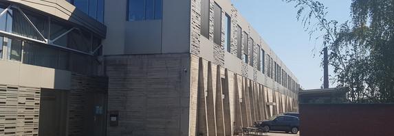 Studiogebäude mit großem Greenwall-Studio