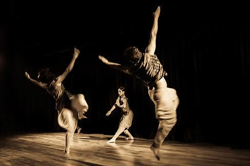 Kampni performing Ushas.jpg
