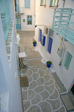 Milos houses