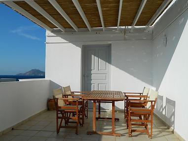 simple apartment.milos hotels.milos honeymoon.milos accommodation.milos suites.peaceful milos hotels.milos sea view hotels.