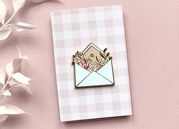Pin's - Enveloppe fleurie