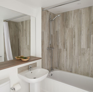 Ensuite bathroom with Aqualisa shower over bath