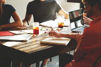 Vi utvikler, tilpasser og gjennomfører endrings- og utviklingsprosesser hos større, mellomstore og mindre virksomheter. Vi arbeider innenfor følgende områder: lederutvikling - salg og service - presentasjonsteknikk -  teambygging - rådgivning & coaching- ledere- mellomledere- nøkkelmedarbeidere - kommunikasjon - forelesninger - seminarer - kick-offs.
