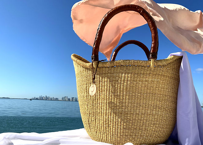 LARGE-BASKET-WITH-LEATHER-HANDLES_edited