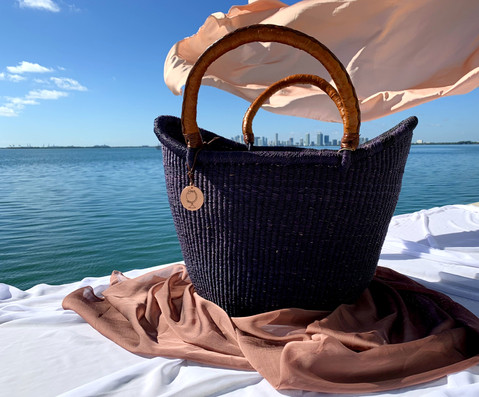 BLACK-BASKET-WITH-LEATHER-HANDLES_edited