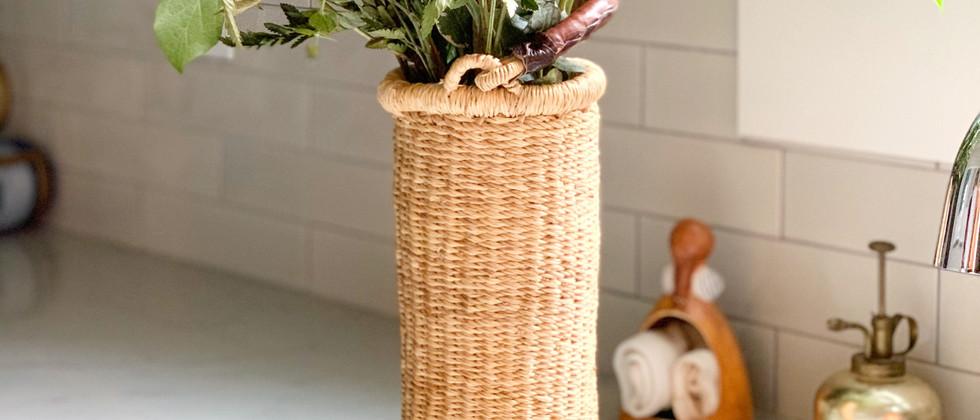 straw-wine-holder