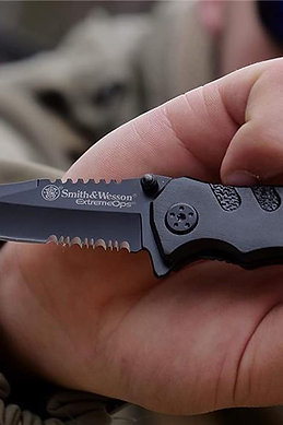 Smith & Wesson EXTREME OPS EDC Tactical Knife