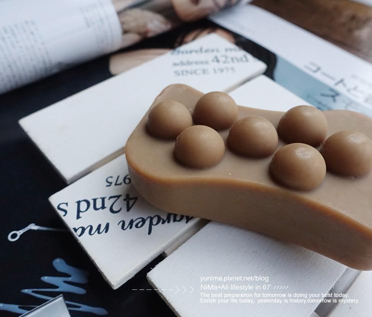 物理按摩顆粒設計  讓沐浴變得更有趣  可以在大腿處  肚子處多按摩幾下很舒服