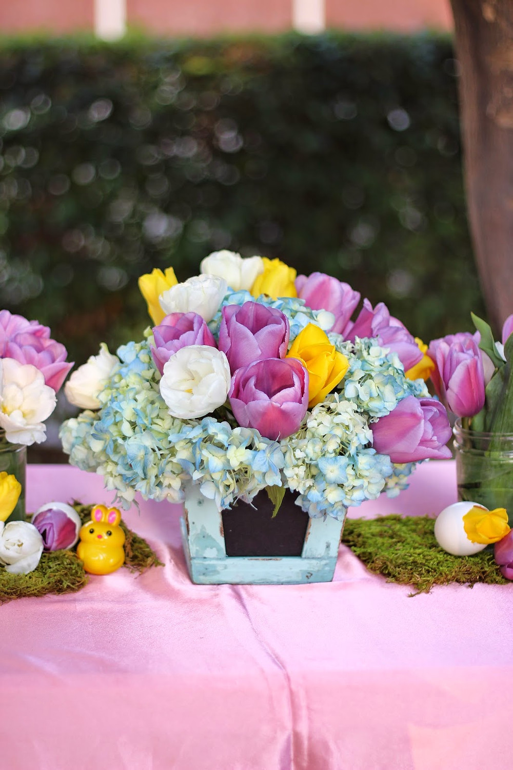 easter party tablescape decor