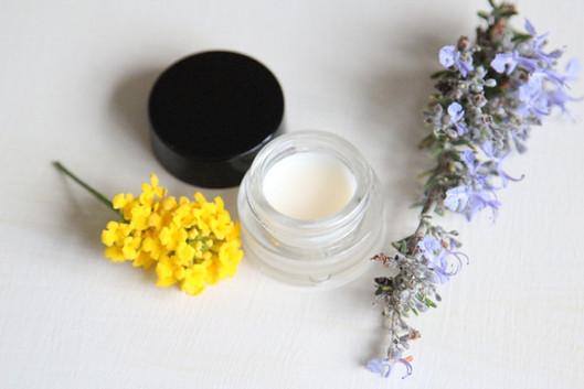 DIY Lipbalm For Dry Lips