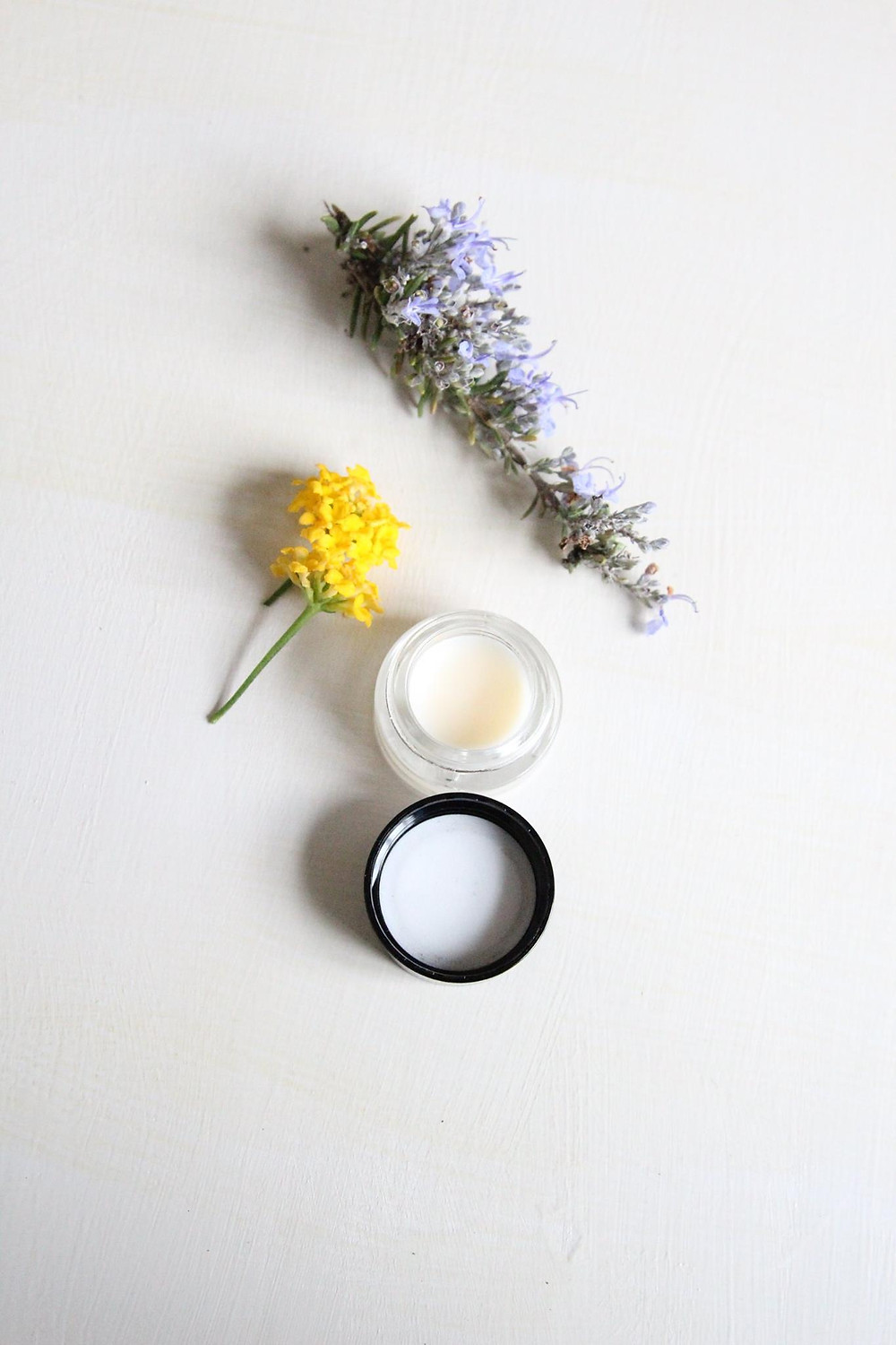 DIY lipbalm for dry lips