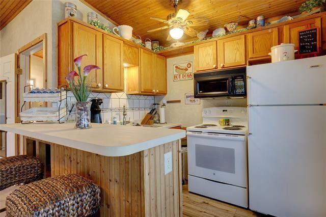guest house kitchen.jpg