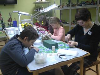 Освоение ремесла в мастерской «Керамической флористики».