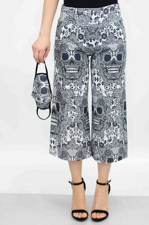 Skull Print Cropped Gaucho Pants and Mask - Black and White