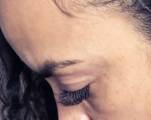Sideview of set of lash extensions