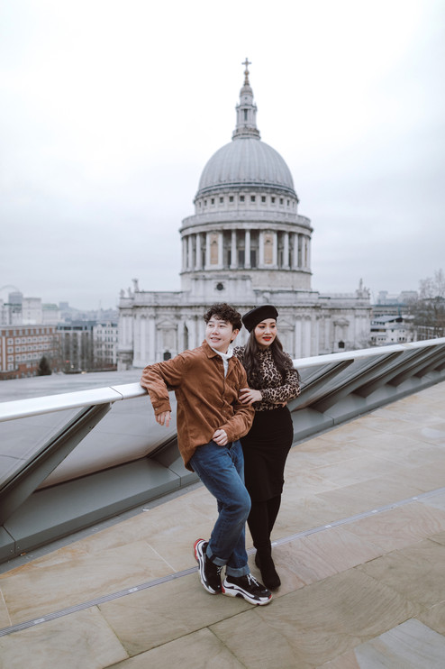 Couples photo shoot at St Paul's Cathedral & Millennium Bridge