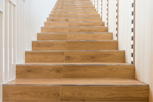 wood-stair-home-decor-home-staircase-wit